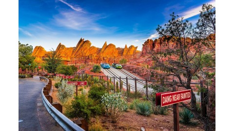 Découvrez l'attraction Radiator Springs Racer à Disneyland